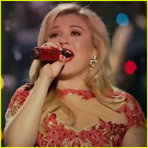 Kelly Clarkson's 'Underneath the Tree' Video Premiere - Watch Now!