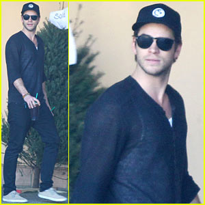 Liam Hemsworth Grabs Coffee & Groceries with Dad Craig!