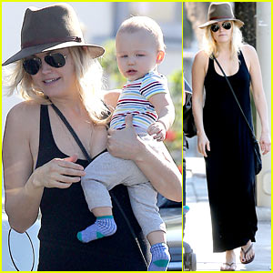 Malin Akerman Spends Quality Time with Mom & Sebastian!