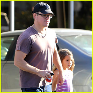 Matt Damon Takes Daughter Gia Indoor Rock Climbing!