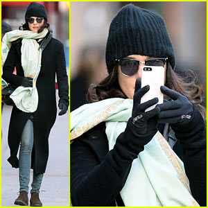 Rachel Weisz Snaps iPhone Pictures on Frigid NYC Morning!