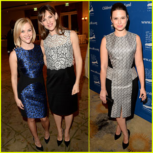 Reese Witherspoon & Jennifer Garner: Beat the Odds Awards!