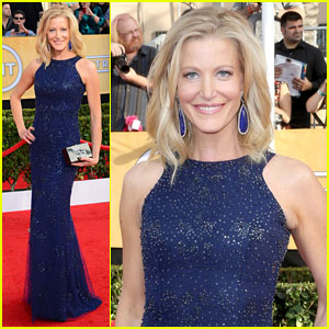 Anna Gunn - SAG Awards 2014 Red Carpet