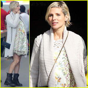 Elsa Pataky: Baby Bumpin' at the Apple Store!