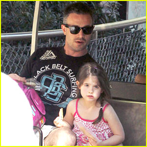 Freddie Prinze, Jr. & Charlotte Have Daddy-Daughter Zoo Trip!