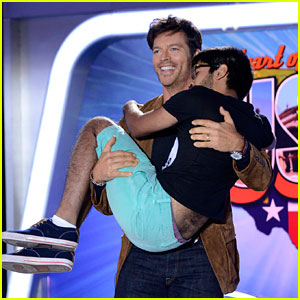 Harry Connick Jr. Starts Cradling Tr