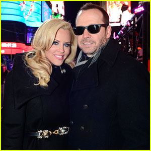 Jenny McCarthy & Donnie Wahlberg Kiss on New Year's Eve!
