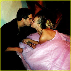 Kaley Cuoco Marries Ryan Sweeting in Pink Wedding Dress!