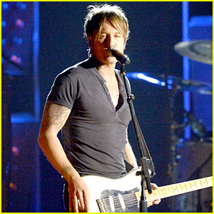 Keith Urban Performs 'Cop Car' at Grammys 2014! (VIDEO)