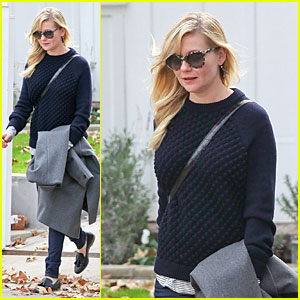 Kirsten Dunst: LAX Departure Before the Golden Globes!