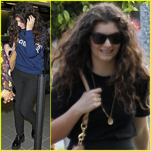 Lorde Leaves Los Angeles After Winning Big at Grammys 2014