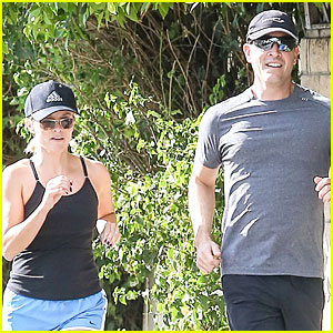 Reese Witherspoon & Jim Toth Jog the Weekend Away!