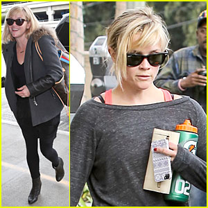 Reese Witherspoon Wraps the Week with LAX Airport Departure!