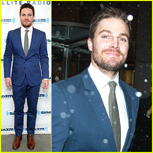 Stephen Amell: 'Arrow' Promo at SiriusXM Studios!
