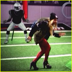 Beyonce Channels her Inner Football Pro During Super Bowl 2014