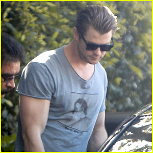 Chris Hemsworth Shows Off His Massive Superhero Muscles