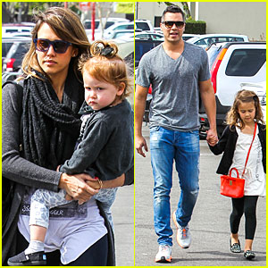 Jessica Alba & Cash Warren: Empty-Handed Target Stop with the Girls!