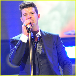 Robin Thicke Dedicates 'Lost Without U' to Paula Patton at Washington Concert