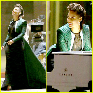Alicia Keys Plays the Keys for Her 'It's On Again' Video Shoot!