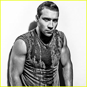 Divergent's Jai Courtney Displays His Ripped Arms for 'Flaunt'