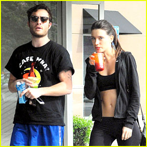 Ed Westwick Hits the Gym with Mystery Brunette with Hot Body!