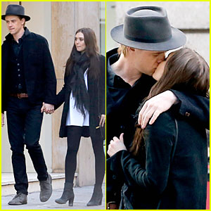 Elizabeth Olsen & Boyd Holbrook Lean In For a Romantic Kiss in Paris!