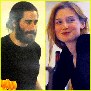 Jake Gyllenhaal Dines Out with Mystery Gal in Rom