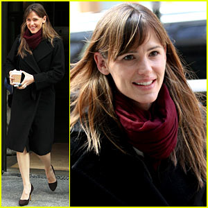 Jennifer Garner Keeps Bundled During Trip to New York City!
