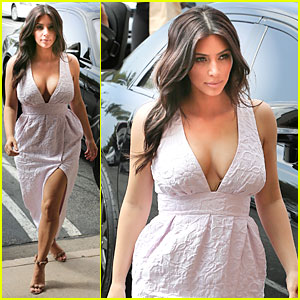 Kim Kardashian Gets Cameras Flashing Like Crazy with Her Toned Legs!