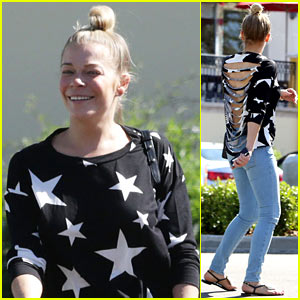 LeAnn Rimes' Starry Shirt Sports Fashionable Rips All Up Her Back