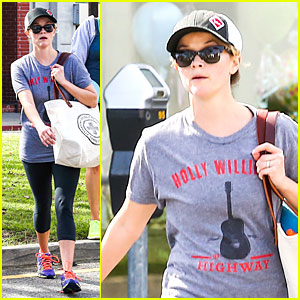 Reese Witherspoon Breaks a Sweat with a Parking Tarket Waiting For Her