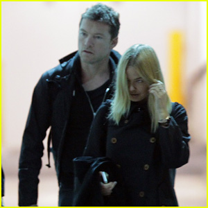 Sam Worthington Arrives at Sydney Airport with Lara Bingle!