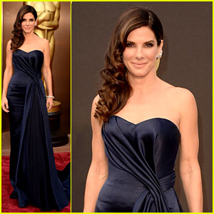 Sandra Bullock Gravitates to the Oscars 2014 Red Carpet