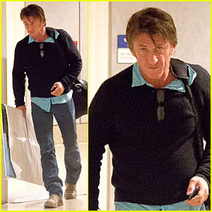 Sean Penn Returns to Los Angeles with Mystery Painting!