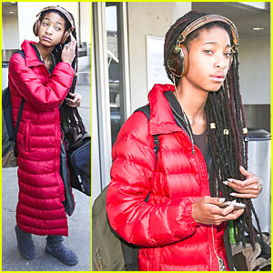 Willow Smith Whips Her Dreadlocks to the Side at LAX Airport!