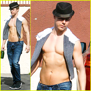 Derek Hough's Shirtless Sexy Bo