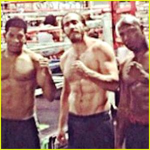 Jake Gyllenhaal Goes Shirtless, Bares Rock Hard Abs in Vegas!