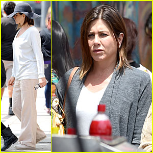 Jennifer Aniston Hides Her Very Recognizable Face Under a Hat!