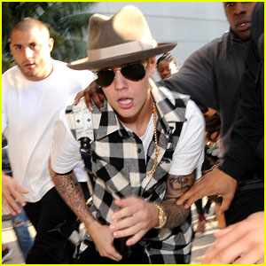 Justin Bieber Gets Released by Customs at LAX Airport (Photos)