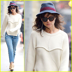 Katie Holmes Jams to Music to Get Her Mind Off 'Dangerous Liaisons'!