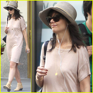 Katie Holmes Takes A Sunday Off From 'Dangerous Liaisons'