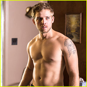 Max Thieriot Talks Shirtless Scenes in 'Bates Motel'! (Exclusive)