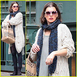 Milla Jovovich Shows Us How to Wear a Cool Pair of Sunglasses!