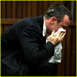 Oscar Pistorius Takes the Stand in Murder Case, Gives Tearful Apology to Reeva Steenkamp's Family (Video)