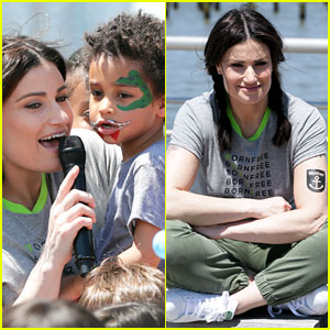 Idina Menzel Performs 'Let It Go' With Son Walker in Her Arms!