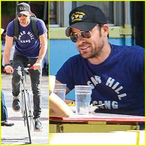 Justin Theroux's Sugar Hill Gang Shirt Shows His Love for Rap!