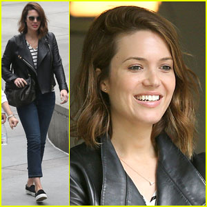 Mandy Moore Lends a Helping Hand at Her Friend's Yard Sale!