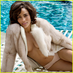 Paula Patton Lounges Topless Poolside, Talks 'Deep Love' for Robin Thicke with 'Vanity Fair'