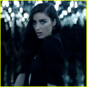 Banks Premieres Video for New Song 'Drowning' - Watch Now!