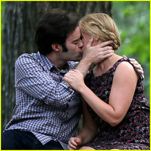 Bill Hader & Amy Schumer Kissing in Central Park For 'Trainwreck'!
